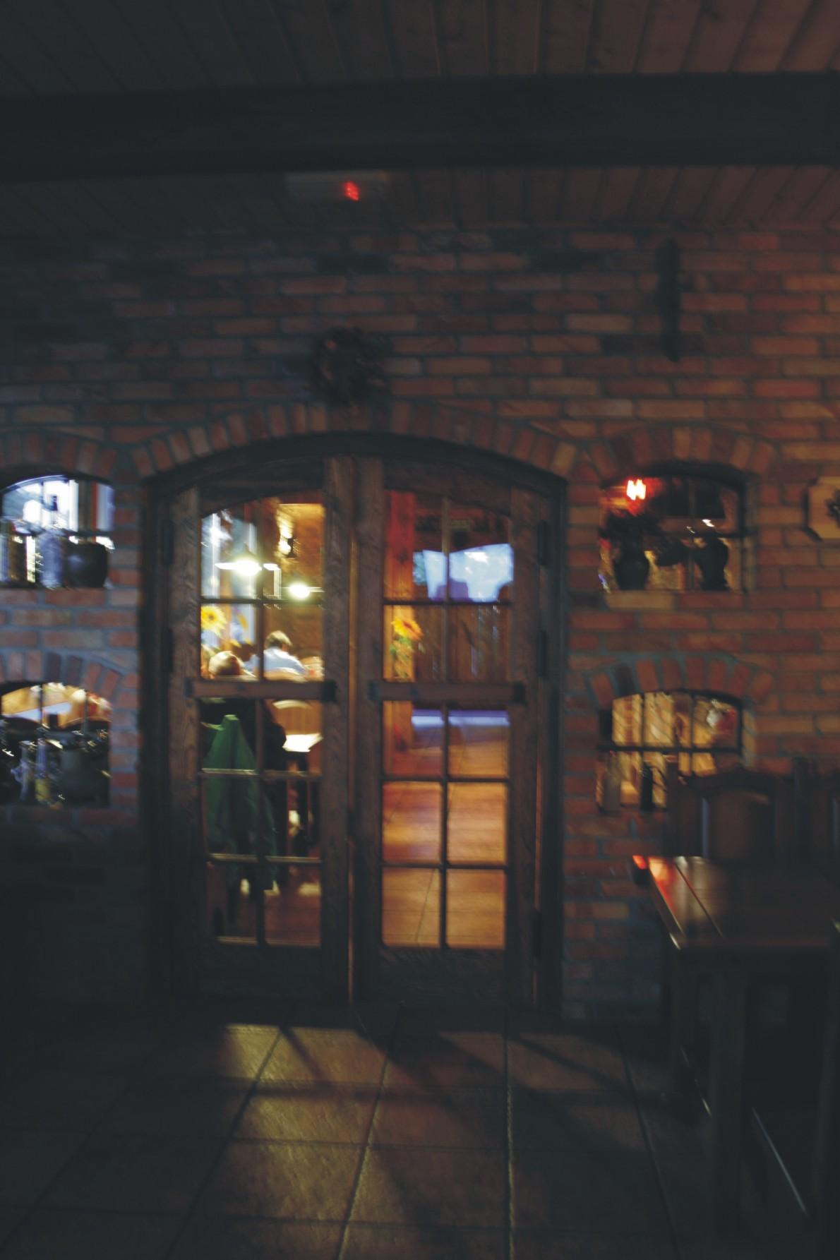 Wejście do pubu Garaż w Szczecinie - Projekt Beaty Owczarek