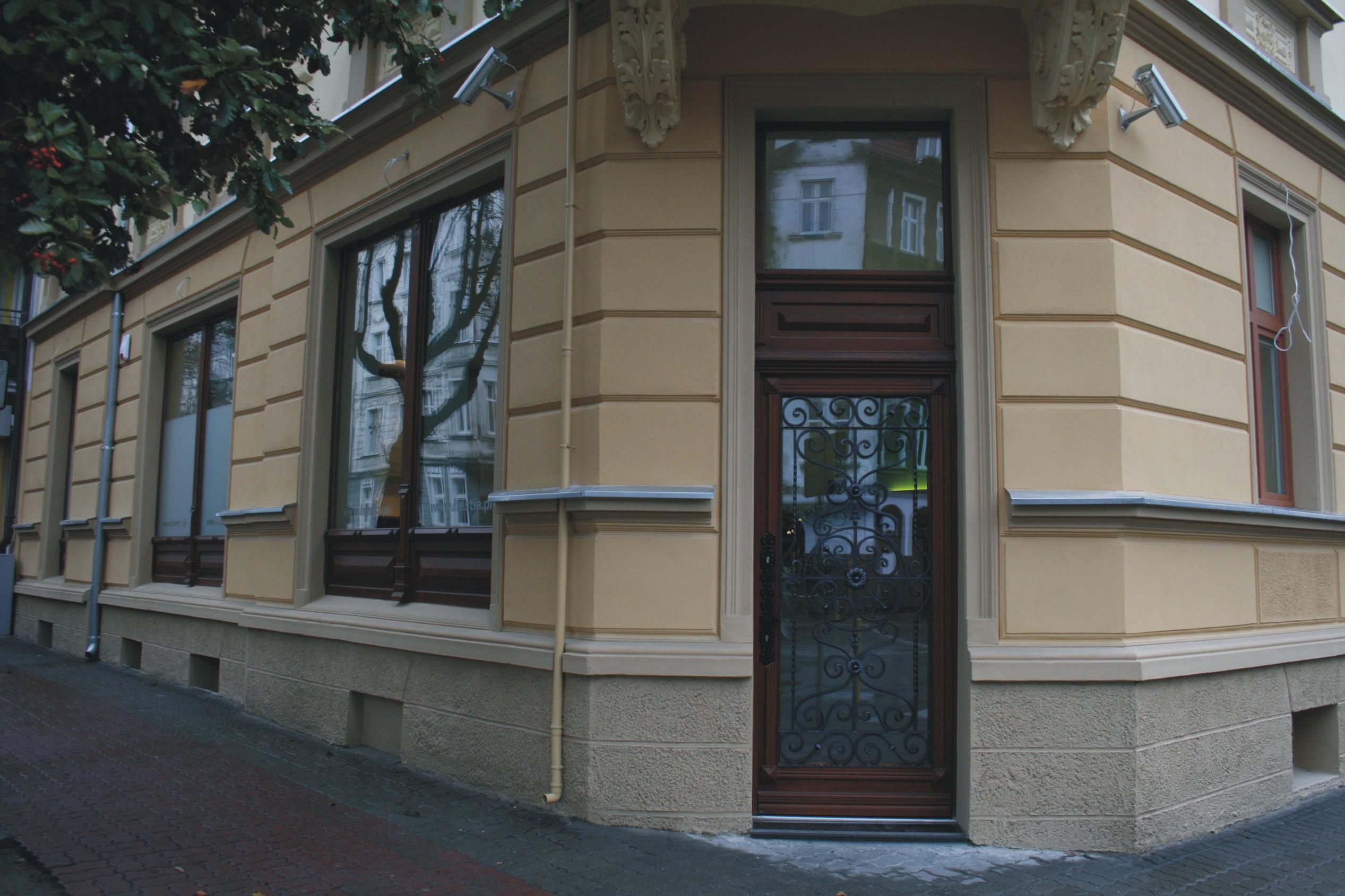 Wejście do biura ubezpieczeń w Gorzowie