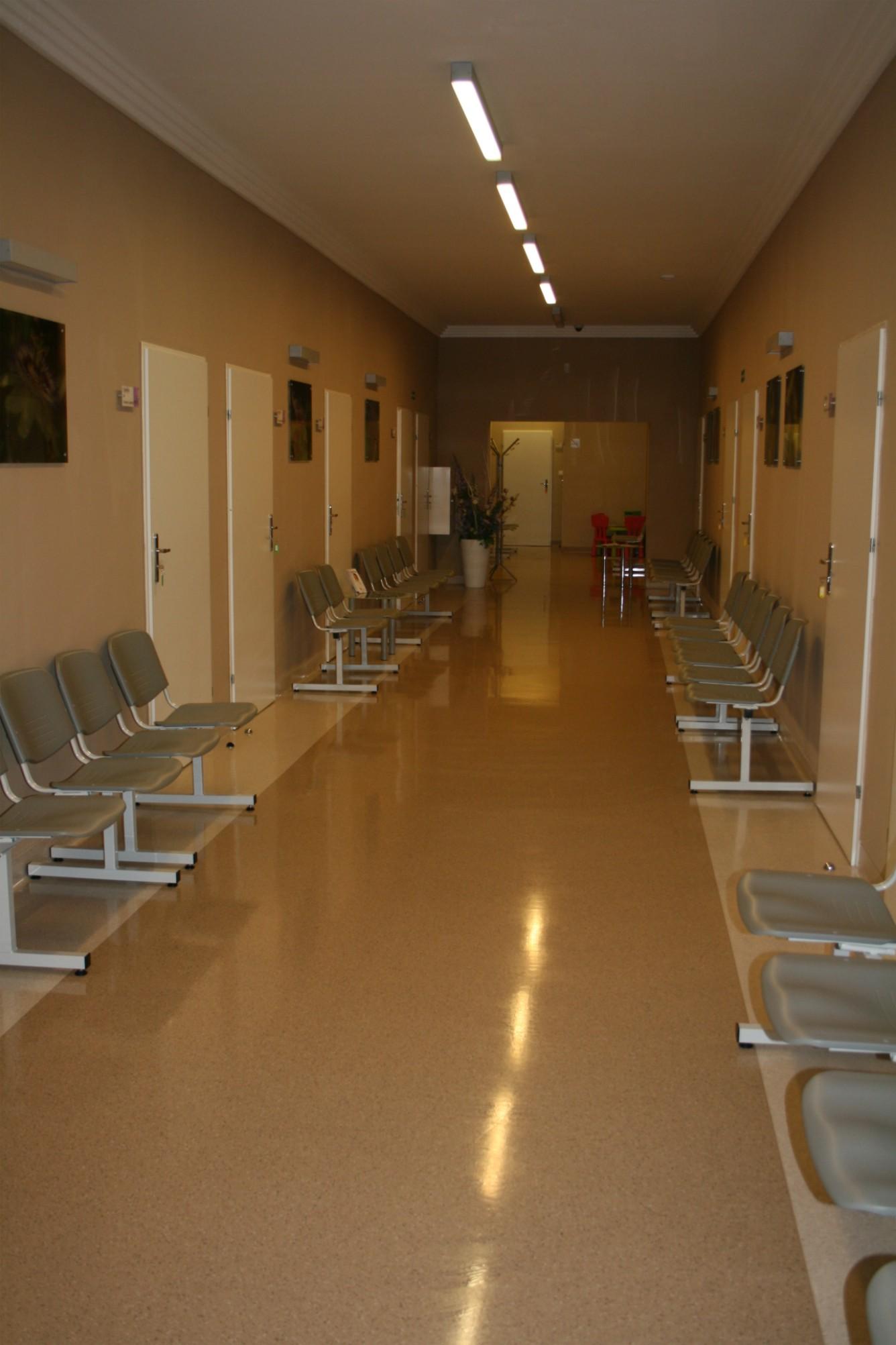 Wystrój wnętrz Szczecin - poczekalnia w gabinecie lekarskim